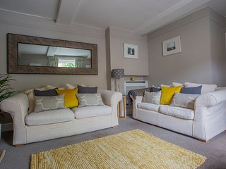 No.14 Park Street, Stunning Cottage, Private Parking and all Bedrooms En-Suite