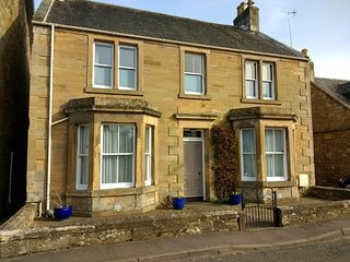 Moatville, Cupar (centre) 2 bedrooms ground floor