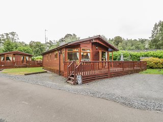 LANGDALE LODGE 15, on-site swimming pool, shore of Lake Windermere, White Cross