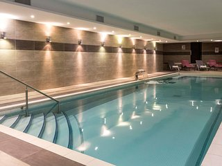 Suite fonctionnelle et cosy, à 250m du centre | Accès piscine