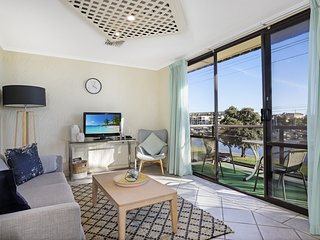 Riverviews | Balcony | 2Bdrm | WIFI | Carpark