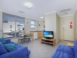 Stylish Comfortable 2 bdrm Glenelg North