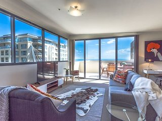 Stunning Glenelg Oceanview Apartment w/ WIFI