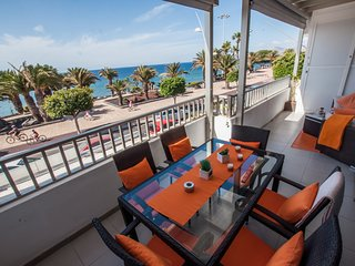 2 bedroom apartment on the front line with amazing sea views, WIFI & A/C