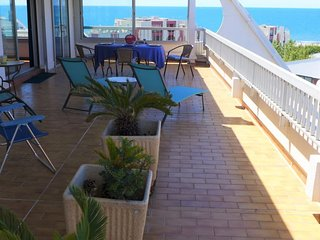 2 bedroom Apartment with Air Con, WiFi and Walk to Beach & Shops - 5700025