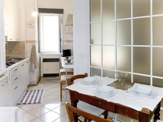 1 bedroom Apartment with WiFi and Walk to Beach & Shops - 5808805