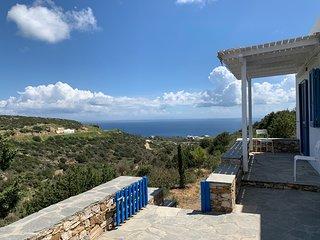 Sifnos, Cyclades - maison bleue, vue sur la mer, terrasses