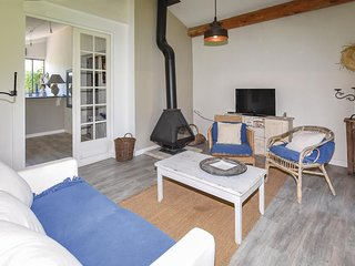 Nice home in Lagnes w/ Outdoor swimming pool, Sauna and WiFi