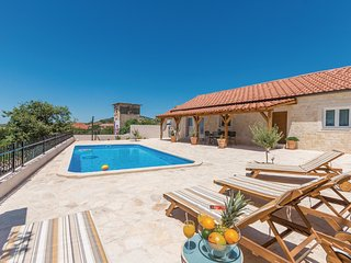 Amazing home in Vrana w/ WiFi, 4 Bedrooms and Outdoor swimming pool (CDA485)