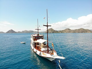 Anthias Cruise Flores Indonesia  (price all boat 6 people)
