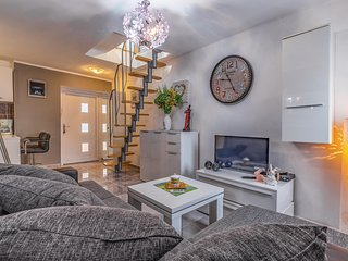 Amazing apartment in Pula with WiFi and 2 Bedrooms (CIR306)