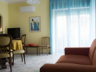 Spacious apt in Sperlonga & Wifi