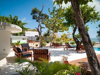 La Rotonda - Beach Front 4 Bedroom Bungalow with POOL - Close to village!