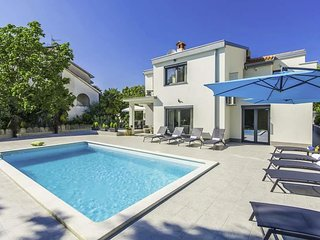 Spadici Villa Sleeps 9 with Pool Air Con and WiFi - 5808270