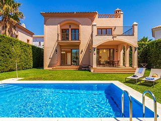 3 bedroom Villa with Pool and WiFi - 5808776