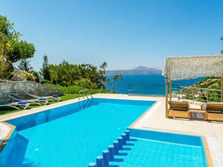 A high aesthetic luxury villa with heated pool