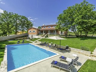 Modrusani Villa Sleeps 11 with Pool Air Con and WiFi - 5808505