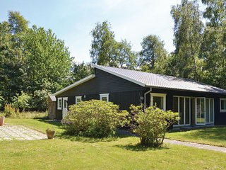 Awesome home in Græsted w/ WiFi and 4 Bedrooms
