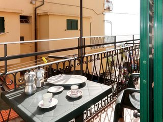 Alassio Apartment Sleeps 8 with Air Con and Free WiFi - 5808802