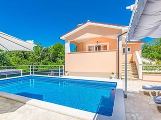 3 bedroom Villa with Pool, Air Con, WiFi and Walk to Shops - 5803579