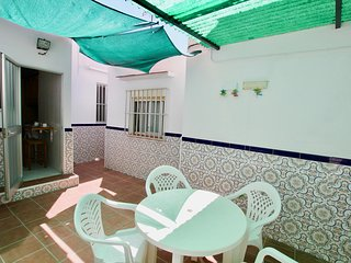 DELTA - 3BR Apartment with Patio and BBQ in Fuengirola Centre, 5 mins walk to