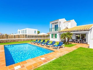 3 bedroom Villa with Air Con, WiFi and Walk to Beach & Shops - 5479274