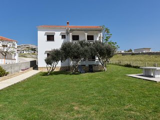 Kustici Apartment Sleeps 4 with Air Con and WiFi - 5465783