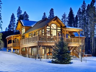 Luxury Home-Near Peak 8 and 4 O'clock Ski Run-Gourmet Kitchen, Hot Tub and More
