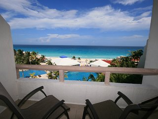 Cancun Ocean View condo up to 4 People!