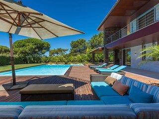 Quinta do Lago Villa Sleeps 10 with Pool and Air Con - 5808781