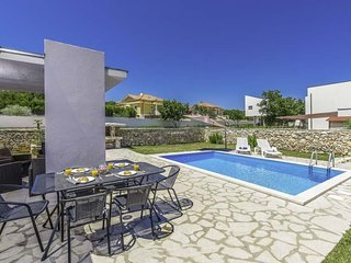 Krasa Villa Sleeps 4 with Pool Air Con and WiFi - 5803577