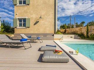 Kurili Villa Sleeps 7 with Pool Air Con and WiFi - 5808502