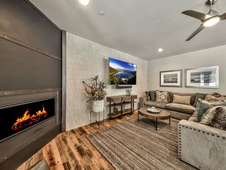 Gorgeous 5 Bedroom Home - Short Walk To Lake Tahoe