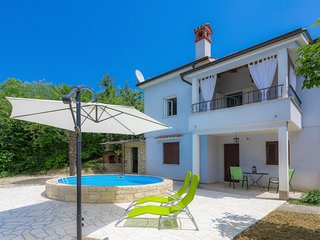 1 bedroom Villa with Pool, Air Con, WiFi and Walk to Shops - 5625848