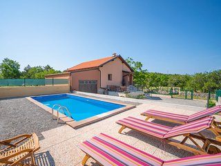 2 bedroom Villa with Pool and WiFi - 5755946