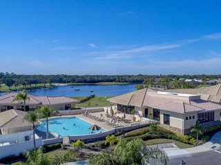 Private Golf/Tennis, 2/2 Gated Condo, 5 Pools, Clubhouse, Restaurant, Full Use o