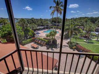 Siesta Key Property, WiFi, Bay and Pool Views,  SK Beach nearby, Tennis, Screene