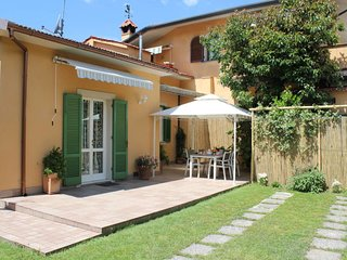 2 bedroom Villa with WiFi and Walk to Shops - 5651370