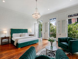 Historic Luxury 3BA Mansion in the French Quarter with Carriage House 16PPL