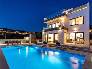 Modern Villa Carpe Diem, in Dalmatia, with a Pool