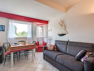1 bedroom Apartment with WiFi and Walk to Beach & Shops - 5808929