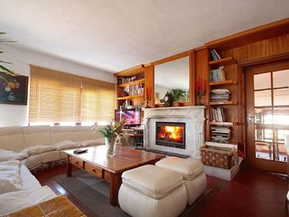 2 bedroom Apartment with Pool and Walk to Beach & Shops - 5028734