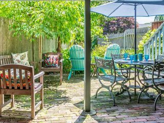 New! Colonial Oasis in the heart of Historic Sailing Village - garden, grill, fi