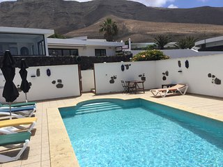Peaceful comfortable accommodation with wonderful beach views and heated pool