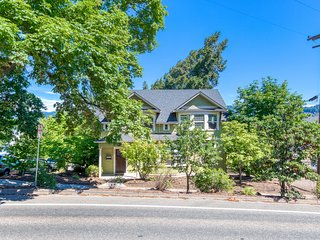 Spacious downtown Craftsman w/ private hot tub and game room!