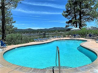 *LAKESIDE FISHING CONDO~Pool/Spa~Walk To Marina~
