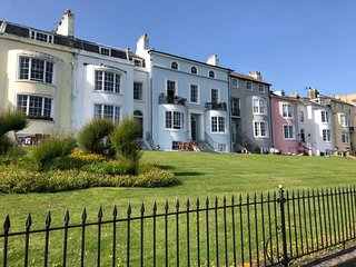 MARINE PENTHOUSE, Uniterrupted Sea Views, HERNE BAY