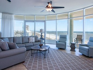 Fully-Equipped Kitchen, Wet Bar, and Grill Included, Plus Spa Jet Tub & Balcony