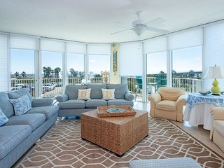 Bright Condominium with Balcony Has Perfect Views of the Water