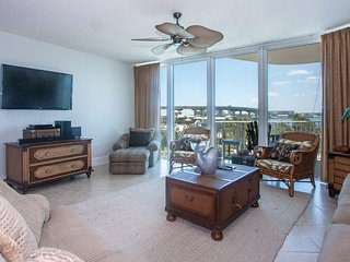 Sophisticated and Timeless Condominium with Breathtaking Views of the Water